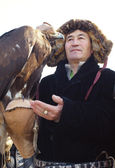 NURA, KAZAKHSTAN - FEBRUARY 23: Eagle on praying man's hand — Stock Photo