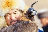 NURA, KAZAKHSTAN - FEBRUARY 23: Eagle on man's hand in Nura near — Stock Photo