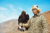 NURA, KAZAKHSTAN - FEBRUARY 23: Eagle on man's hand in Nura near — Zdjęcie stockowe