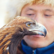 NURA, KAZAKHSTAN - FEBRUARY 23: Eagle on man's hand in Nura near — Foto de Stock
