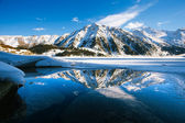 Big Almaty lake on december. Water, ice, mountains and snow. — Foto de Stock