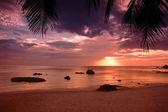Sunset on the beach of Gulf of Thailand on the Koh Samui — Stock Photo