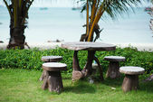 Beach garden with wooden table and chairs - gardening and landsc — Stock fotografie