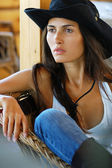 Beautiful long-haired country style woman in black hat — ストック写真