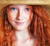 性格开朗的雀斑的女孩 — 图库照片