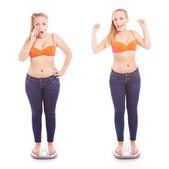 Prima e dopo una dieta, la ragazza in un bagno scala — Foto Stock