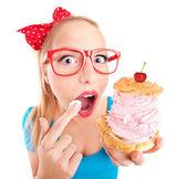 Funny girl s košíčky — Stock fotografie
