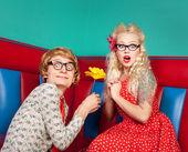 Gelukkige nerdy paar — Stockfoto