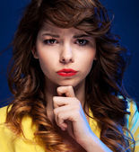 Expressive portrait of a beautiful young woman — Stock Photo