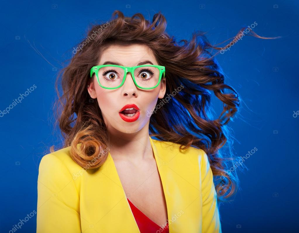 Удивленная девушка фото