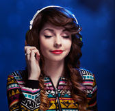 Girl with headphones enjoying music — Stok fotoğraf