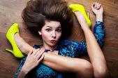 Concetto di donna estremamente flessibile — Foto Stock