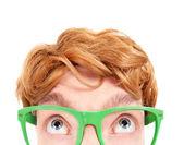 Chistoso nerd con ordenador friki gafas retro — Foto de Stock