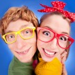 Happy nerdy couple embracing — Stock fotografie