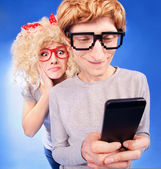 Girl is spying on boyfriend he is using a smart phone — Stock Photo