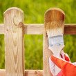 Painting wooden fence — Stockfoto
