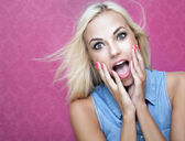 Beautiful surprised girl — Stock Photo