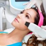 Woman getting laser face treatment — Stock fotografie