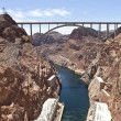 Connecting two states Hoover Dam bridge. — Zdjęcie stockowe