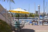 Marina de long beach de la sombrilla amarilla. — Foto de Stock