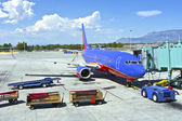 Servicing the aircraft in Albuquerque NM. — Stock Photo