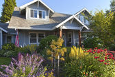 Manicured garden and home Gresham Oregon. — Stock Photo