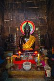 Boeddha standbeeld in wat ounalom — Stockfoto