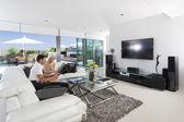 Par en sala de estar — Foto de Stock