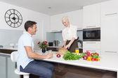 Coppia in cucina — Foto Stock