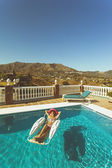 Pretty girl relaxing in pool in the spanish mountains — Foto Stock