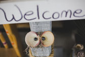 Cute welcome sign with shell eyes — Stock Photo