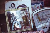 Elvis vintage escala espejo y correo — Foto de Stock