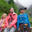 Family resting on mountain trail — Stock Photo