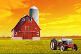 Traditional American Red Old Barn — Stock Photo