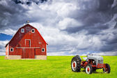 Old Barn With Stormy Sky — Stock Photo