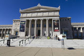 CHICAGO, ILLINOIS - SEP 8: The Field Museum of Natural History is located on Lake Shore Drive next to Lake Michigan, part of a scenic complex known as the Museum Campus Chicago, on September 8, 2012 i — Stock Photo
