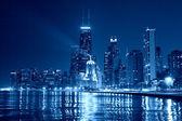 芝加哥地平线在晚上 — 图库照片