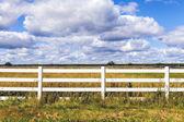 Witte houten hek — Stockfoto