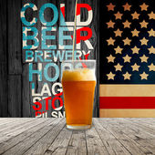 Färska kall öl i kylda pint — Stockfoto