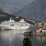 Cruiser arriving Kotor — Stock Photo