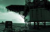 Oil rig silhuette — Stock Photo