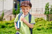 I'm going to school. Young schoolboy — Stock Photo