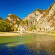 Mountain landscape with The Dunajec River Gorge. Tourists on raft — Stock Photo