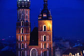 St. Mary's church in Krakow at night — Стоковое фото