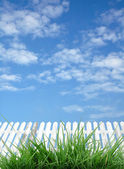 White fence and blue sky — Stock Photo