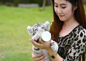 Women feeding baby white bengal tiger — Stockfoto