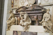 гробница микеланджело буонаротти - базилика санта-кроче - флоренция - италия — Стоковое фото