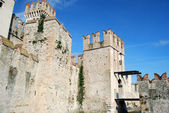 The castle of Sirmione on Lake Garda - Brescia - Italy — Stock Photo
