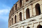 El jem - l'amphithéâtre romain au bord de la dese tunisien — Photo