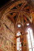 Les fresques dans l'église de santa croce à florence-toscane-it — Photo